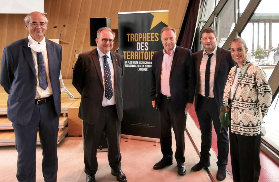 Remise du Trophée des Territoires 2021, dans la catégorie « solidarité santé publique », à la Tour Eiffel.