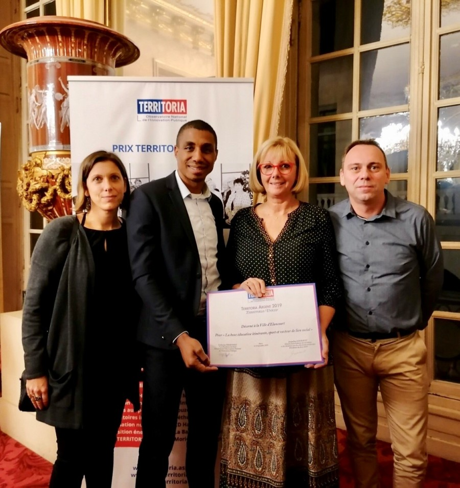 Remise du prix Territoria d'argent 2019 dans la catégorie « UNICEF » pour le dispositif de boxe itinérante. © Ville d'Elancourt